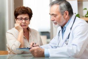 consulta medica de la tercera edad