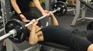 pesas en el gimnasio